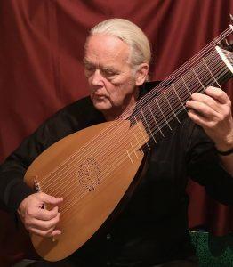 Robert Barto playing Baroque lute